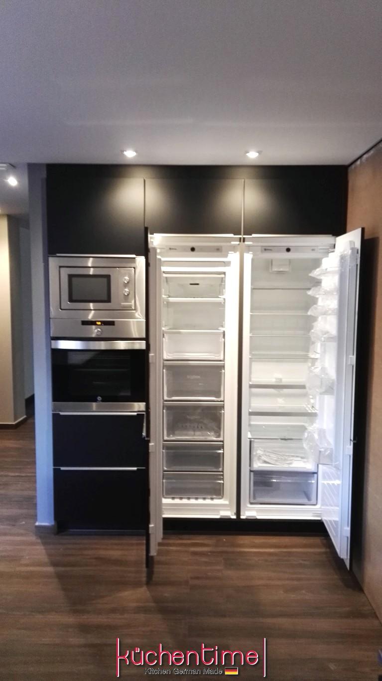 Frigoríficos de integración instalados en cocina realizada en Valencia por KüchenTime