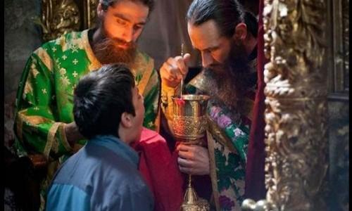 ΠΑΓΩΣΑΝ ΟΛΟΙ ΟΙ ΠΙΣΤΟΙ - ΔΕΙΤΕ τι εκανε ιερεας απο την Πατρα οταν του επεσε το Ιερο Δισκοποτηρο!!!