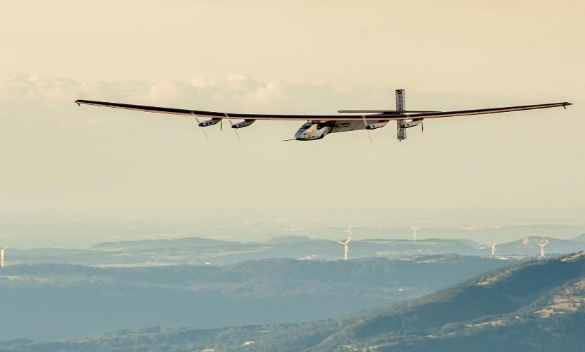 LEG 17 LIVE: Solar Impulse Airplane - Landing in Abu Dhabi